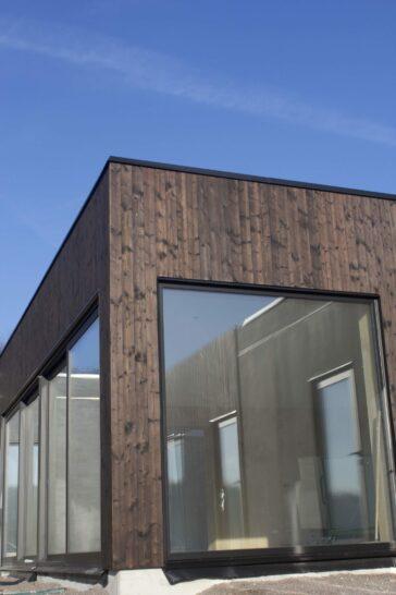 Shou sugi ban panel levererad till husprojekt i Båstad
